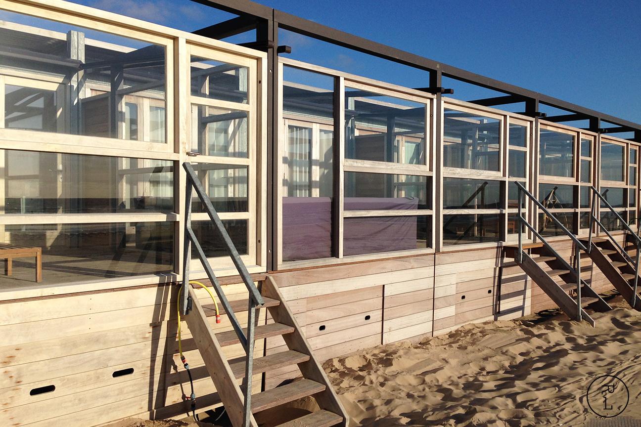 roman levi romanlevi interior interieur maatwerk keuken hout essen eiken strand beach castricum zee hoogslaper recreatie strandhuis