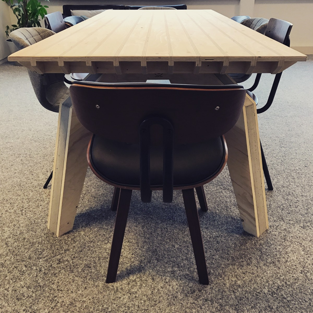 plywood multiplex kantine kantoor vergaderen tafel maatwerk office apps app custom uniek